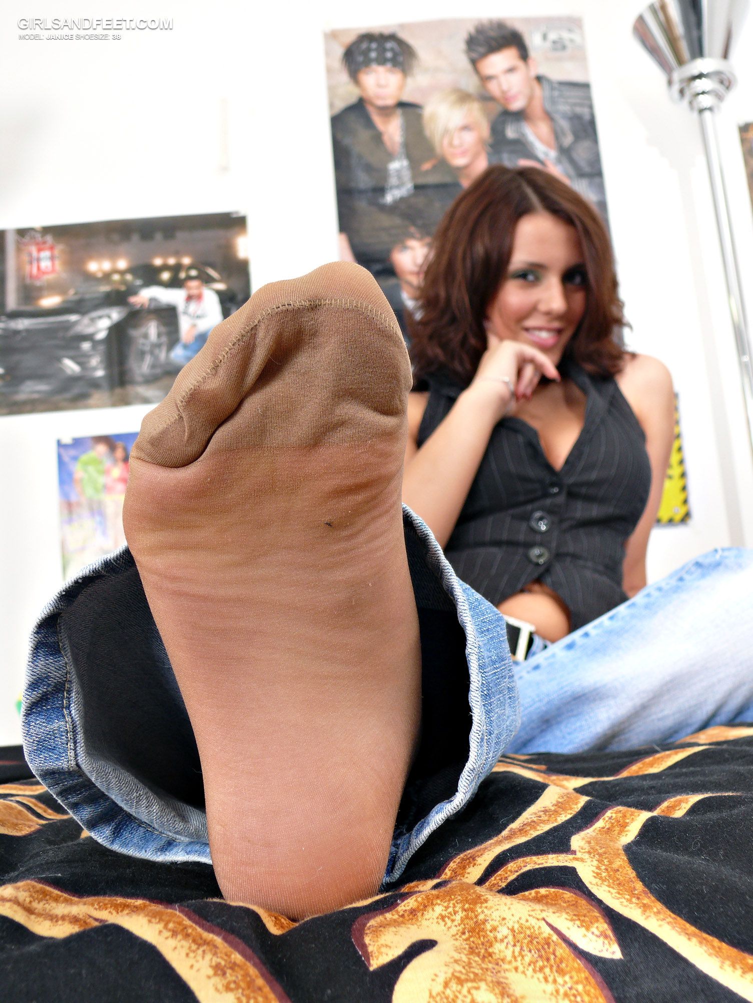 Lick cum from feet