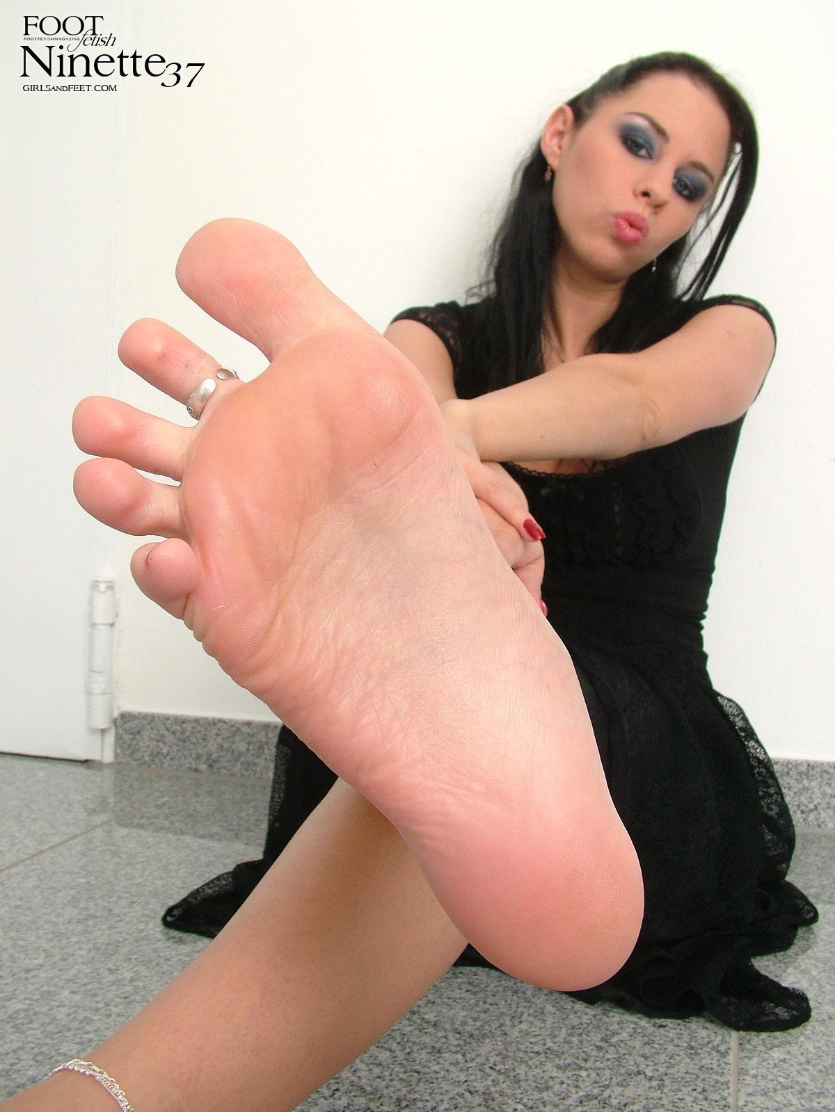 Смотреть бесплатно женские ступни 2 фотография