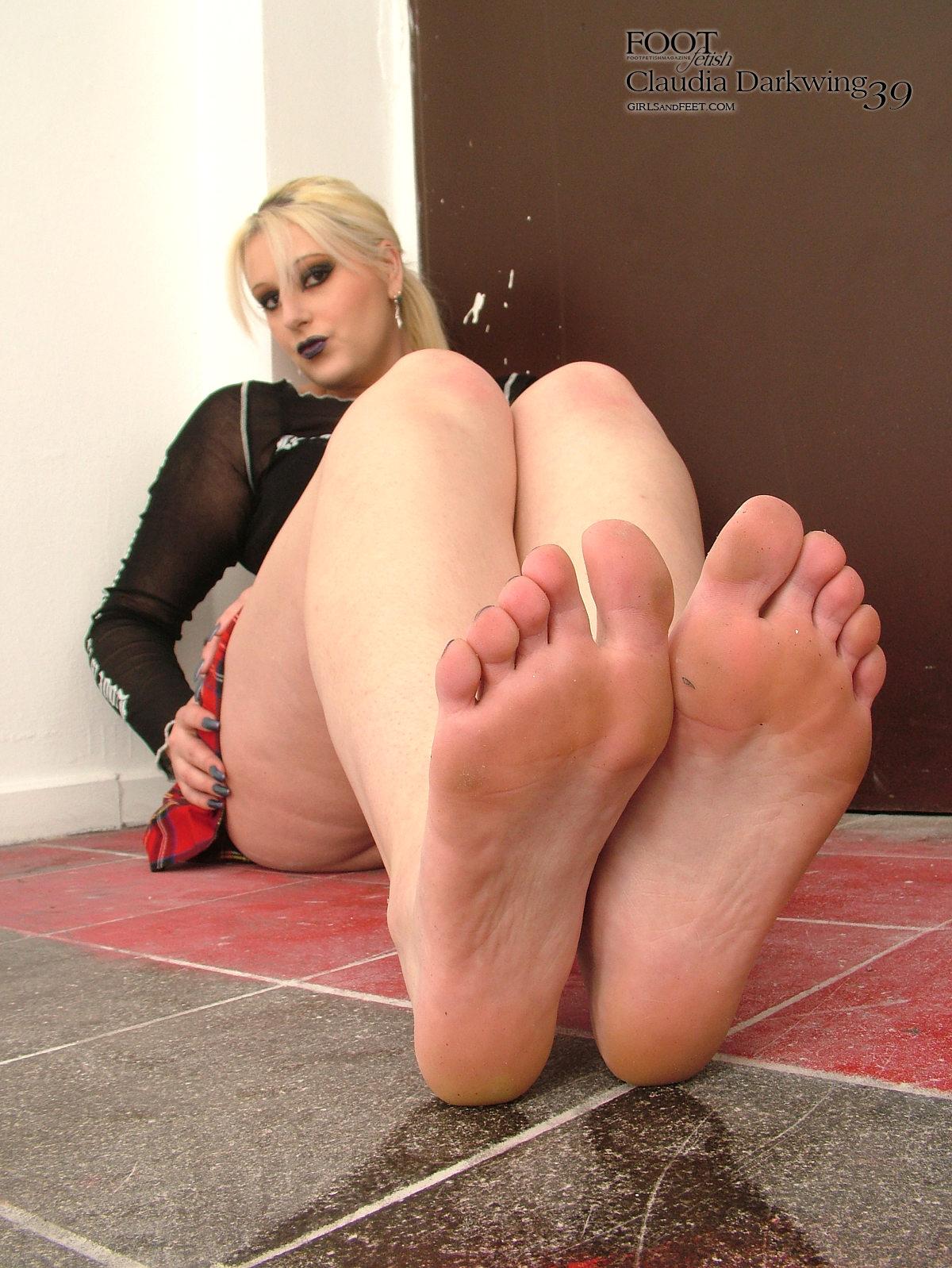 girls sweaty feet porn